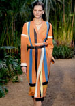 Christophe Lemaire將2014春夏Hermès女主角帶到叢林深處,參考了后印象派大師亨利·盧梭(Henri Rousseau)打造的生動叢林景色。該系列重點突出了充滿異域風情的鱷魚皮、亨利·盧梭(Henri Rousseau)風格花卉印花和深墨藍色、苔綠色、游獵棕等濃郁的色調。