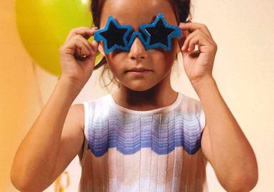 本届Pitti Bimbo童装展充满乐观向上的运动风元素和三原色。高端奢华装饰和新颖面料在五大亮点品牌童装中颇为抢眼。