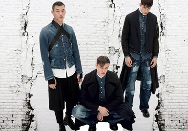 从不同单品为维度分析款式,除去最日常的牛仔裤,占较大比例的就是牛仔夹克。如今的男装夹克也有了更多的花样变化。融入贴布、刺绣、重工水洗、印花等元素,彰显酷感与个性。
