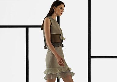 VICKTEERUT,成立于2007年,在城市中汲取灵感和尝试设置趋势,而不是遵循一个服装系列。但是,品牌的理念就是简单的风格混合古典现代。 VICKTEERUT认为,这种独特的混合将永留。 VICKTEERUT以其最佳的剪裁质量和时尚的风格出名。设计总监Teerut,极简主义是他的个性签名。VICKTEERUT竭尽所能的为客户带来时尚,新颖,耐用的现代女性服饰。