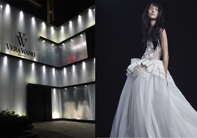 羽毛元素的蕾丝长拖尾礼服是这一季礼服款式的重点,用于婚礼以及聚会等场合都十分的合适。婚礼中必备的长拖尾礼服因其修身的廓形,飘逸的长拖尾而一直被许多女性所青睐,凸显出她们纤细的腰身加上羽毛更加飘逸轻盈。同时A字裙的散裙摆在廓形上更加凸显上身的纤细,也是当下被选购较多的一种款式结合层叠的的褶皱可以制造出别样的蓬松感。在小礼服方面抹胸式的小礼服更受到欢迎,在胸前、腰间、肩袖部加上珍珠、烫钻等装饰元素,让整体更加多样,在细节上更加精致。 重点元素:羽毛、褶皱 重点廓形:A字、鱼尾长托摆 。