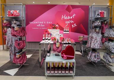 从2017年1月到目前为止,甜美粉色在新上架内衣中占比为12%。甜美的浅粉色备受零售商的青睐,主要在青年时尚市场销售,蕾丝衣身和舒适文胸呈现出少女般的气息,彰显女性魅力。