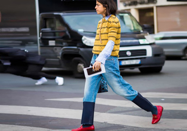 """上世纪三、四十年代,阔腿裤因为帮助女性们从束腹的裙装中逃脱出来,而备受青睐。随着40年代潮流回归,紧身裤终于有了劲敌,超宽廓形的阔腿裤悄然间就占据了T台的大半。入春伊始,街头就到处可见宽宽的裤脚轻舞飞扬,宽松的轮廓带着男裤的简洁大气,双腿修长的穿阔腿裤自然拥有得天独厚的优势,身材娇小的若巧妙搭配一样摇曳生姿,这充满了女人味道的超宽阔腿裤便是新季最时尚的""""裤""""选。"""