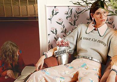 領部裝飾超大蝴蝶結是市場出現居多的設計,加入綢緞面料、歐根紗面料、雙色蝴蝶結、撞色蝴蝶結以及明楫線裝飾的設計卻更能讓人耳目一新。