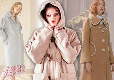 随着秋冬季的到来大衣占领市场,本季大衣开?#35745;?#21521;于学?#21495;?#39118;格,无论是日系无领大衣还是英伦感十足的牛角扣大衣,都能展现充满魅力的青春气息,带你回到十八的青葱岁月。