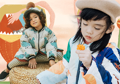 棉羽绒作为秋冬必备的单品,在设计师的?#30452;?#19979;棉羽绒服的功能不仅仅局限于保暖,造型和工艺也百变多样。本季中色彩的丰富和细节的处理,让棉羽绒服在色调与结构上同时发生变化,为棉羽绒服注入更多新的活力。