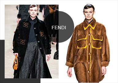 Fendi 2019 秋冬女裝秀是 KARL為Fendi 創作的最后一個作品系列,代表著他自1965年起將無限精力與時裝創意奉獻給Fendi的一生,從為本季定調的效果圖,到他最終為Fendi選定的主要材質,這種奉獻精神貫穿了整個秋冬女裝系列。 全新系列所呈現的廓形簡潔有力、耐人尋味,洋溢著爛漫氣息的真絲軟薄綢,每款造型都銘刻了Karl專屬的永恒烙印。