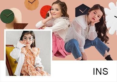五歲的韓國小模特Chloe Pietzka因其長相甜美可愛而成為韓國品牌the navie的御用小模特,其ins穿搭風格也多以略帶設計感小細節的韓版款式為主,低飽和度的色彩、別致的細節處理讓整體造型清新雅致,特別適合春日郊游。