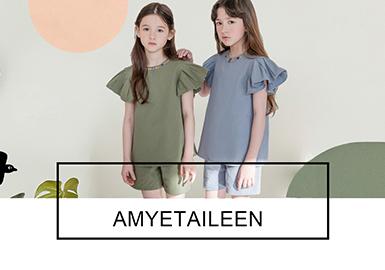 AMYETAILEEN是來自韓國的原創童裝設計品牌,誕生于2013年,AMYETAILEEN有著獨樹一幟的設計風格,同時考慮到穿著時的舒適感得到包括孩子們和媽媽們的喜愛。19春夏季AMYETAILEEN用獨特而感性的設計,甜美且浪漫的風格來打造喜愛它的女孩們。