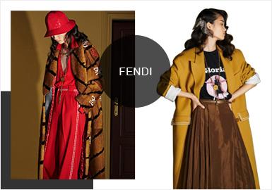 FENDI 2020 早春度假系列發布--這是Fendi第一個沒有Karl Lagerfeld做指導的系列,由創意總監Silvia Venturini帶領設計團隊一起完成。Fendi新系列靈感從80年代的驚悚片《Gloria》汲取靈感,開場和壓軸都是鮮艷醒目的紅色,漆皮給經典的風衣增添了大膽與火熱;剪裁西裝搭配高開叉半裙或是連身開叉裙搭配高筒靴,性感又干練;老佛爺設計的經典雙F Logo繼續作為主打元素出現在各個單品之上。