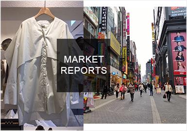 韓國服裝批發市場是首爾時尚的集合地,早秋chanel風格的小香風服裝、襯衫上的衣片疊加、門襟的位移、直條褶的運用等都是市場的新亮點。