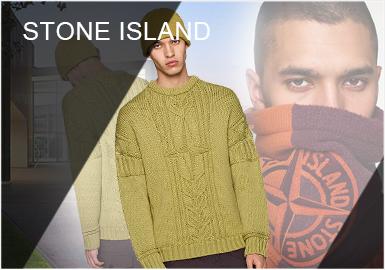 """专研、试验、功能这几种词汇经常被用来形容Stone Island,这个1982年由Massimo  Osti(现任艺术总监Carlo Rivetti)建立的运动品牌已经成为将面料、纺织技术与创新设计结合起来的先锋者,对制服和工装的研究给Stone Island的服装设计建立了远胜于功能美学的指导框架。19/20秋冬Stone Island以""""太空之旅""""为主题,灵感来源于月球图像、发光和金属表面等特点,分别从面料、色彩、工艺细节以及针法来展现,其中颜色着重选择了橙色、荧光绿、洋红色、航空蓝色、墨水蓝和白色等呼应主题。"""
