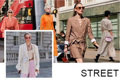 这一期伦敦时装周最大特色是法式连衣裙、民俗式连衣裙、潮感紧身连衣裙、西装穿搭术,西装套装、风衣造型等重要时尚穿搭法则;搭配单品色系主要是黑白灰无彩色系为主,有彩色系主要有:姜黄色系、粉色系、橘黄色系、红色系、绿色系等高纯度;展现时尚达人大胆色彩运用。