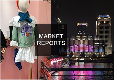 本次主要對杭州大廈童裝品牌店,以及四季青童裝批發市場進行市場調研。在整體風格上市場主要以休閑風格以及杭派設計師風格為主,其中中國風以及小香風市場占比上升。在面料方面羊羔絨以及長毛絨占比呈上升趨勢,高品質呢料依然是我們關注重心。色彩方面綠色系的加入則大大豐富了秋冬童裝色彩,為整個冬季注入活力。