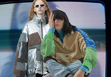 "1、UOOYAA与Christian Lacroix的合作打破高级时装和街头文化的边界,这种大胆的尝试也正是UOOYAA对于""有趣""的另一种解读。2、王俊凯身穿GUUKA格纹拼接嘻哈多口袋棉衣外套与复古感场景相得益彰,整体造型宽松缺不拖沓,打造清爽少年感。3、AMBUSH 全新支线品牌 ""ARTISANAL"" 首季单品将于 11 月 22 日上架,支线将精湛的日本匠人工艺与大胆的设计相结合,高级又不失趣味。4、bosie 19AW  -「魔力马戏」从安吉拉·卡特的《马戏团之夜》中获得灵感,让鲜嫩多汁的狂欢话色彩为此夜加冕。"