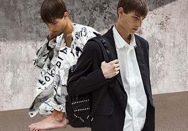 "ALMOSTBLACK 將自身定位為""后日本主義""(Post Japonism)品牌,其設計風格淬煉傳統日式美學之精髓,打造出朋克風與街頭風濃厚的男裝系列。 品牌由 Shunta Nakajima 和 Masaki Kawase 兩位設計師成立,并于 2015 年起活躍于潮流圈,為二人在國際時尚界的劇本之上抒寫詩歌般的經典作品提供了發揮空間。2020春夏系列,以"" PLAY FORM""(播放形式)為主題,該系列受到野口勇(Isamu Noguchi)雕塑的啟發,該雕塑的創作技巧是""在彎曲的零件上繪制方格紙,將石頭雕刻成零件的形狀,然后將它們組合在一起""的設計,該系列包括印花圖案、刺繡夾克以及功能性服飾。"