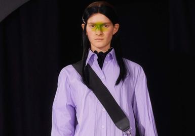 """MM6是安特衛普六君子旗下品牌Maison Margiela的副線品牌,1997年創立于法國。MM6也逆行了設計師一直堅持的""""號碼編碼""""個人概念,主要推出可穿性高且富有原創性的成衣、鞋、包及配飾。MM6產品設計雖然簡潔,卻不失時尚,以""""解構主義""""為基石,充分展現了設計師天馬行空的想象力。"""