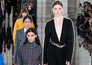 "Victoria Beckham(维多利亚·贝克汉姆)是由来自英国的著名歌手兼服装设计师Victoria Beckham在2008年创立的高级服装品牌。维多利亚·贝克汉姆自身的名气加上来自稳固的中产阶级背景,使她的设计独具特色:20/21秋冬系列(VB)以疲惫不堪的女性寻慕平静为灵感,打造了自信的衣柜设计风格。该系列记录了黑色的前卫轮廓和裸露的领口的回归;负空间的菱形针织(年轻的伦敦男装设计师斯蒂芬·库克(Stephan Cooke)率先提出)式镂空工艺;两件设得兰群岛毛衣,一件矢车菊蓝色,另一件蛋黄黄色;从上衣和连衣裙的领口开始,喇叭形的袖子动作也很多;密集又规律的打缆工艺细节连衣裙;剪裁精良的经典格纹衬衫;半裙裙装保持略微""生硬""的廓形,有种职业女装的调性;大衣外套更是加入了多层撞色叠穿的思维,带来都市职场的自信女性气质。"