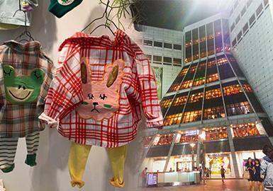 衬衫、T恤、卫衣等春夏热门单品逐步上新,复古风潮的回暖让羊腿袖、蕾丝、繁复荷叶等元素重回时尚舞台,成为本季备受追捧的热点,而插画、大翻领则延续其一直以来的热度,被广泛应用于女童上衣款式。