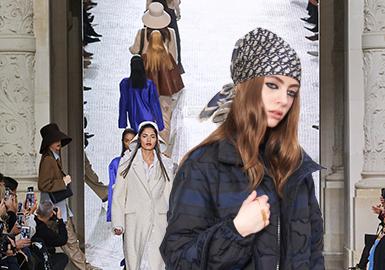 20/21秋冬利用优雅舒适风格的吸引力,使用值得投资的优质材质,升级休闲腰带、罗纹冷帽、针织围巾等核心单品, 继续投资丝巾和宽腰带等主打款。 对所选材料负责,消费者偏爱能经得起时间考验的单品。使用皮革替代品,赋予回收的纺织品线和滞销产品第二次生命。