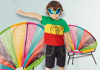 2020春夏T恤男童本季度标杆品牌,依然以时尚休闲为主,其中Balabala、GXG.kids与经典IP联名打造的卡通图案颇具亮点,韵味十足的汉字印花也是别有一番风味;Mini Peace别样的彩虹条打造不一样的视觉体验、little MO&Co、MQD不同材质或图案的拼接,给人强烈的视觉冲击感。