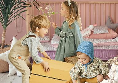 来自韩国的童装品牌minkmui,以英伦风为基调,加入韩式甜美可爱元素,打造更适合亚洲baby的婴幼童服装。2020春夏minkmui以动物园、农场、花园、派对等生活场景为元素,呈现舒适又俏皮可爱的清新系列。