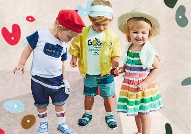 """来自韩国的时尚休闲品牌""""Allo&lugh""""是法语allo(你好)和凯尔特语lugh(古希腊神话中赫尔墨斯神之名)的混合词,品牌以极具辨识度的两个卡通形象为大众熟知--象征淘气男孩的allo与可爱女孩的lugh。独特的形象且丰富多彩的颜色使Allo&lugh有别于传统休闲婴幼童服装品牌。"""