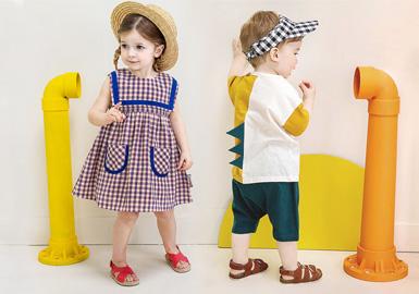 以明快色调、萌趣插画、实用款式为主要亮点的韩国童装品牌Pimpollo一直深受大众喜爱,本季,在色彩搭配更为鲜亮的同时,库存面料的重新利用也值得关注。