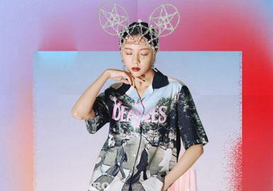 """公司于2005年推出""""DAZZLE""""品牌之后,又于2010年及2011年先后推出""""DIAMOND DAZZLE""""和""""d'zzit""""品牌,进一步丰富了公司的品牌内涵和扩大了覆盖人群。产品定位于18-45岁这一服装消费能力最强的女性消费群体,并分别覆盖中高端、高端和中端品牌女装市场,形成了对女装市场多维度、深层次的渗透。"""