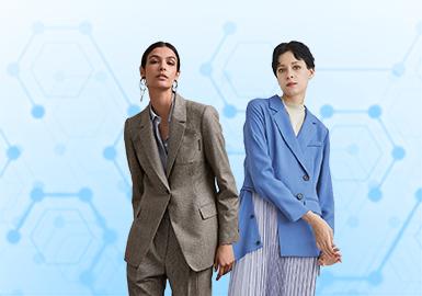 基于POP八月份用户下载量TOP100女装西装款数据分析,中淑风格下载量上升,简欧中淑相较少女微潮占比减少。工艺上解构裁剪占据最主要位置。廓形应用上以H身形和X型为关注较多的廓形,T身形则为西装增强女权主义视觉。