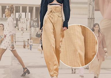 2021S/S四大时装周伴随着九月全球多地疫情控制状况的好转,线下时装周终于在缺席了半年后回归。通过2021年春夏女装系列中的裤装品类分析来看,女性重塑自主独立的意识更甚,充满阳光和希望的整体氛围打造下,突显了孤立时代的新女性中性的裤装穿着。实用功能的裤装面料和宽松舒适的剪裁兼顾了女性柔美与独立,这也要归功于色彩丰富的应用,这些色彩点缀了本季春夏女士裤装的中性柔美色彩。