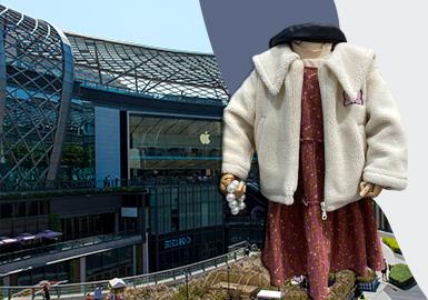 进入1月后,广州众商家纷纷开始上新春夏款,但市场整体仍以少量早春新款以及大量秋冬款式组成,连衣裙、毛衫、棉羽绒仍是占据广州市场的热门单品,综合时下热门元素,重点从风格、色彩、图案、工艺四个方面进行分析,展现时下广州市场现状。