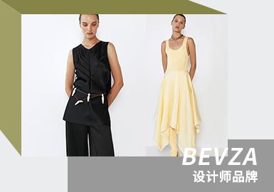 """乌克兰极简主义设计师品牌BEVZA,由设计师Svetlana Bevza于2006年在乌克兰基辅成立。核心设计美学通过简洁的轮廓体现出来,系列体现了永恒的优雅感,专注于精美的面料和完美的剪裁。能够在乌克兰时装品牌中脱颖而出,部分原因在于Bevza清新纯净的风格,Bevza用白色连衣裙取代了流行的小黑裙。设计师热爱白色,她说:""""对我来说,白色才是绝对的。黑色只是附加色。白色象征着新生,象征着空白页。白色是很有个性的颜色。我偏好简单的美。生活是如此复杂,但最珍贵的价值观和真理总是显而易见的。所以我觉得穿衣服可以更轻松一点。""""Bevza的主要思想是复杂的简单性。"""